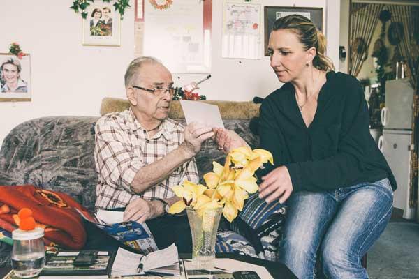 Unterhaltung zwischen Klienten und Pfleger